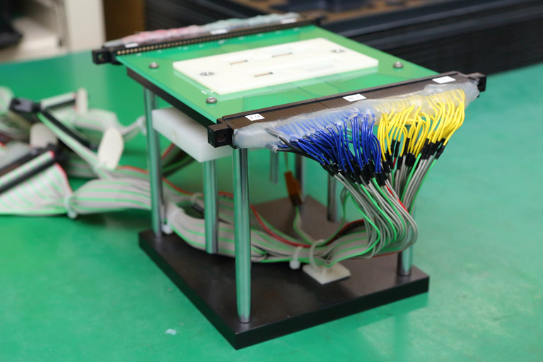 Automatic measurement equipment/checker for flexible printed circuits