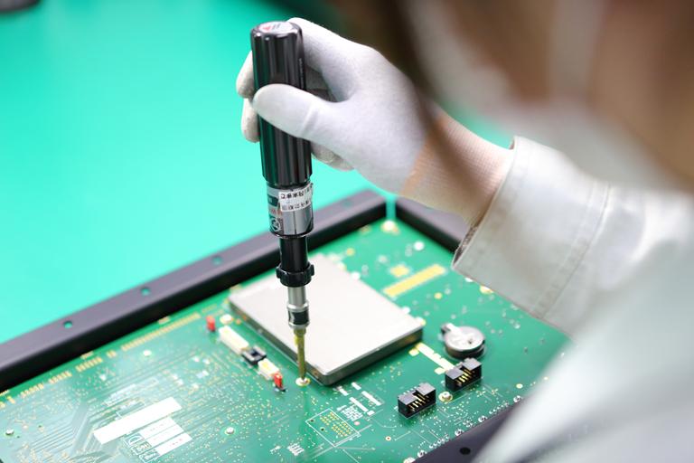 電子機器の組立・加工