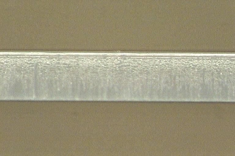 4つの型刃を使用した打ち抜き加工の断面図 1
