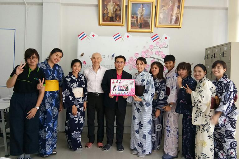 さくら日本語学校 シラチャ校卒業式