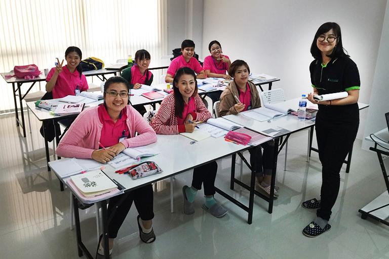 さくら日本語学校 シラチャ校 授業風景
