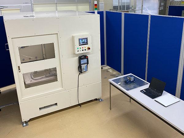テスト加工用のデモ機と検証実験室