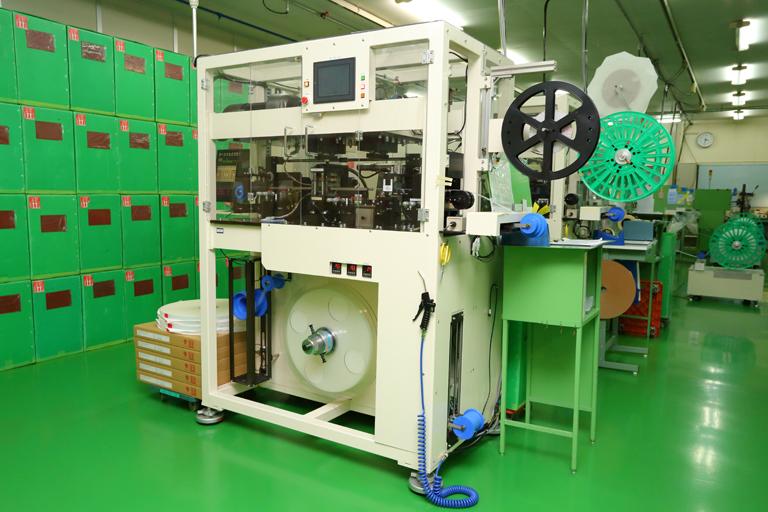 カスタマイズ設計・製作した成形機の製作