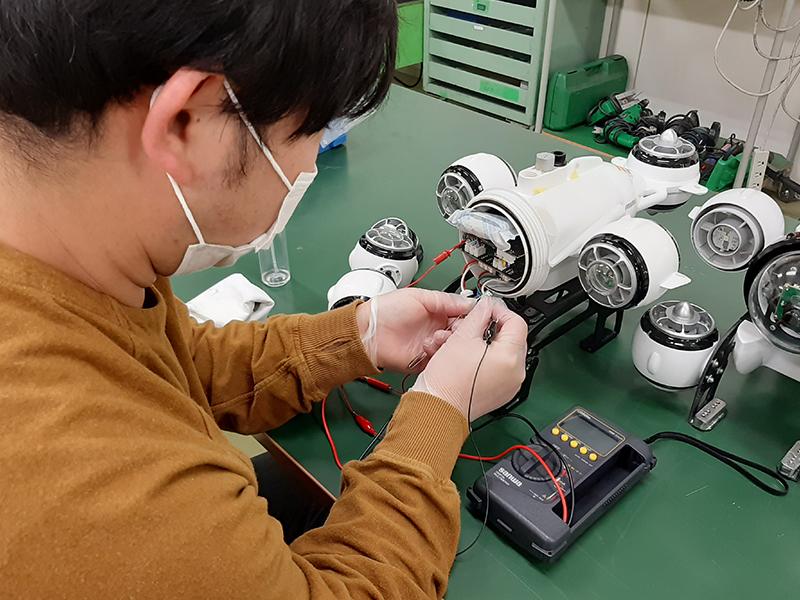 メーカー認証メンテナンススタッフによる修理工程